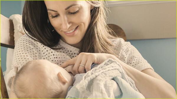 تغذیه کودک با شیر مادر