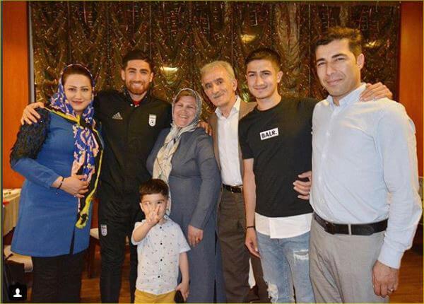 عکس های علیرضا جهانبخش در کنار خانواده