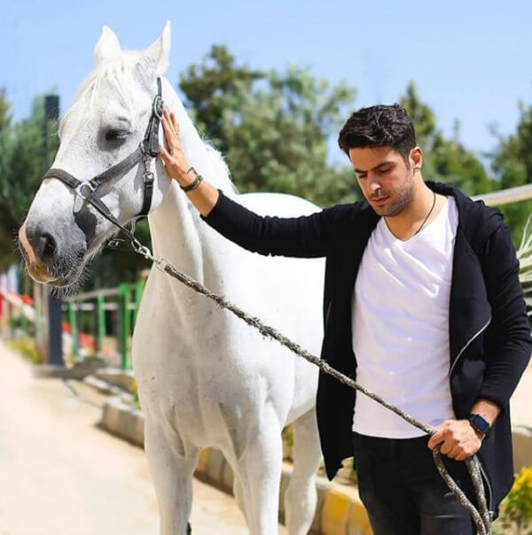 بیوگرافی علی ضیا مجری تلویزیون