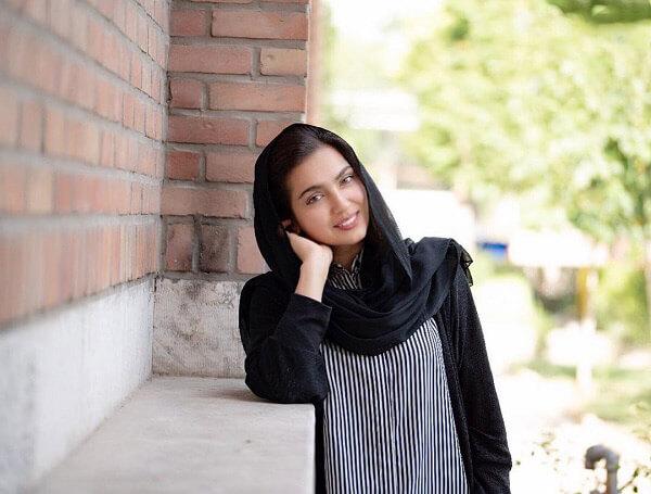 بیوگرافی مونا کرمی بازیگر نقش شیوا در سریال حوالی پاییز