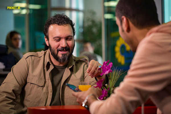 کامبیز دیرباز بازگر نقش آصف در سریال طنز شرایط خاص