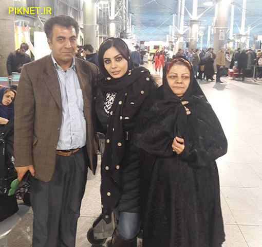 صحرا اسداللهی به همراه پدر و مادرش