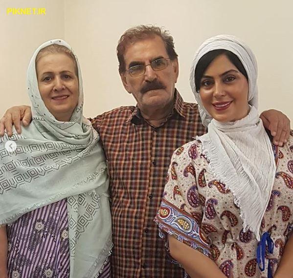نیلوفر شهیدی به همراه پدر و مادرش