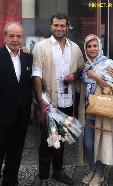 روزبه حصاری به همراه پدر و مادرش