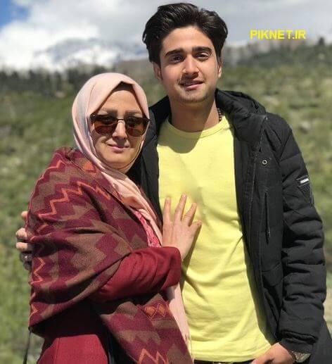 علی عمادی نیا و مادرش