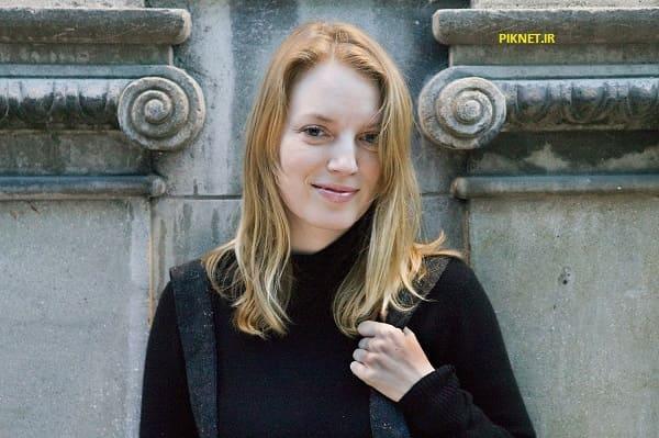 سارا پلی بازیگر نقش سارا استنلی در سریال قصه های جزیره