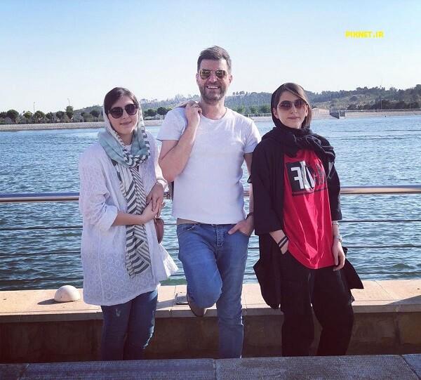 باربد بابایی در کنار دختران دوقلویش