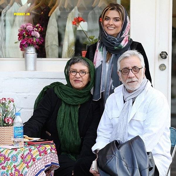 خانم مدنی به همراه مادر و پدرش مسعود رایگان
