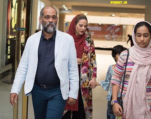 نادر فلاح به همراه همسر و دو دخترش