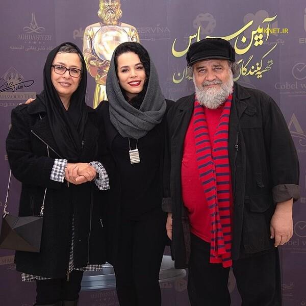 ملیکا شریفی نیا با پدر و مادرش